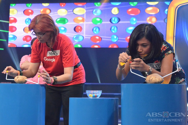LOOK: Host Luis Manzano with Kapamilya press and bloggers playing Minute to Win It